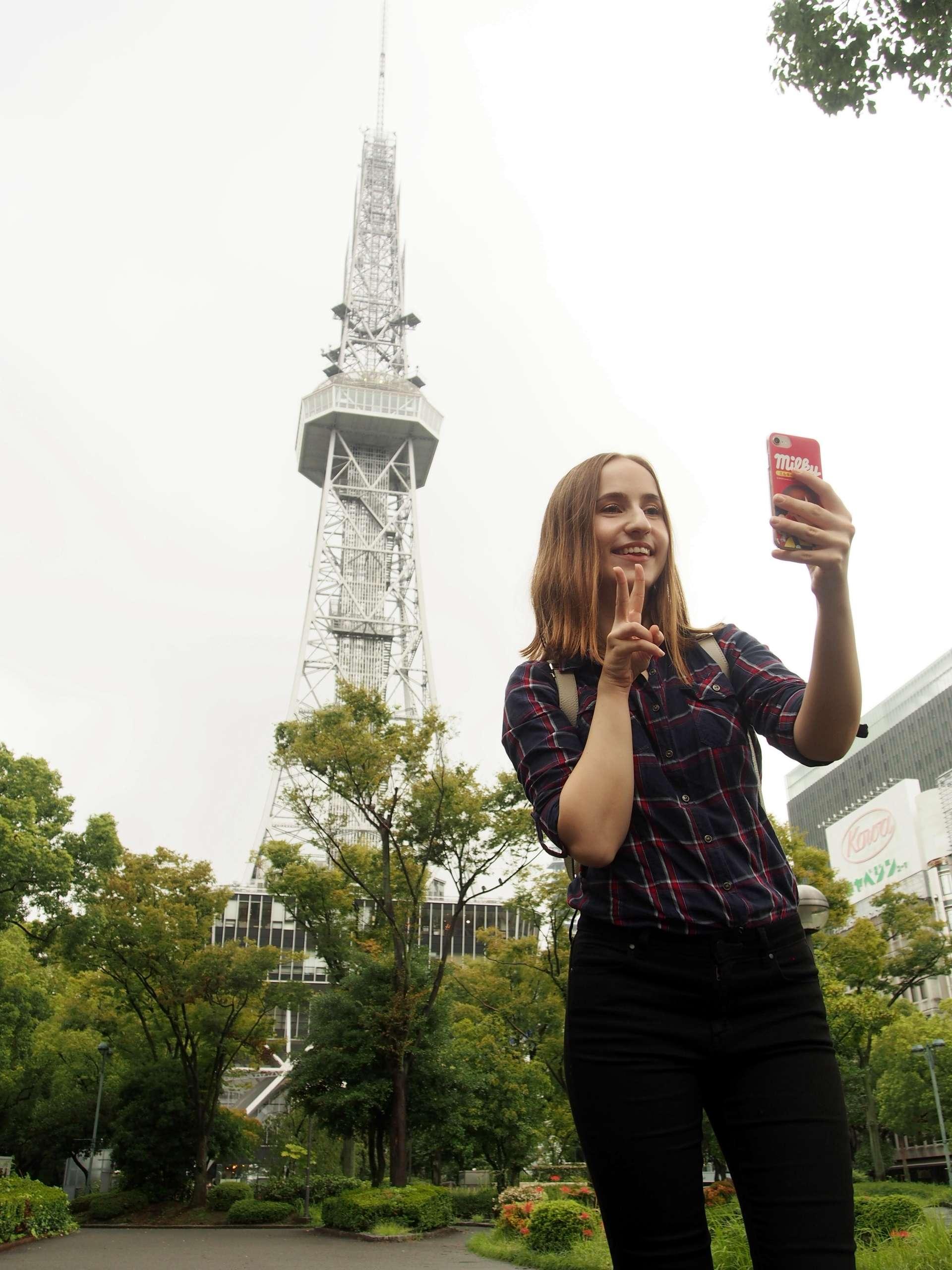 来一张Instagram用,将名古屋电视塔作为背景的自拍!