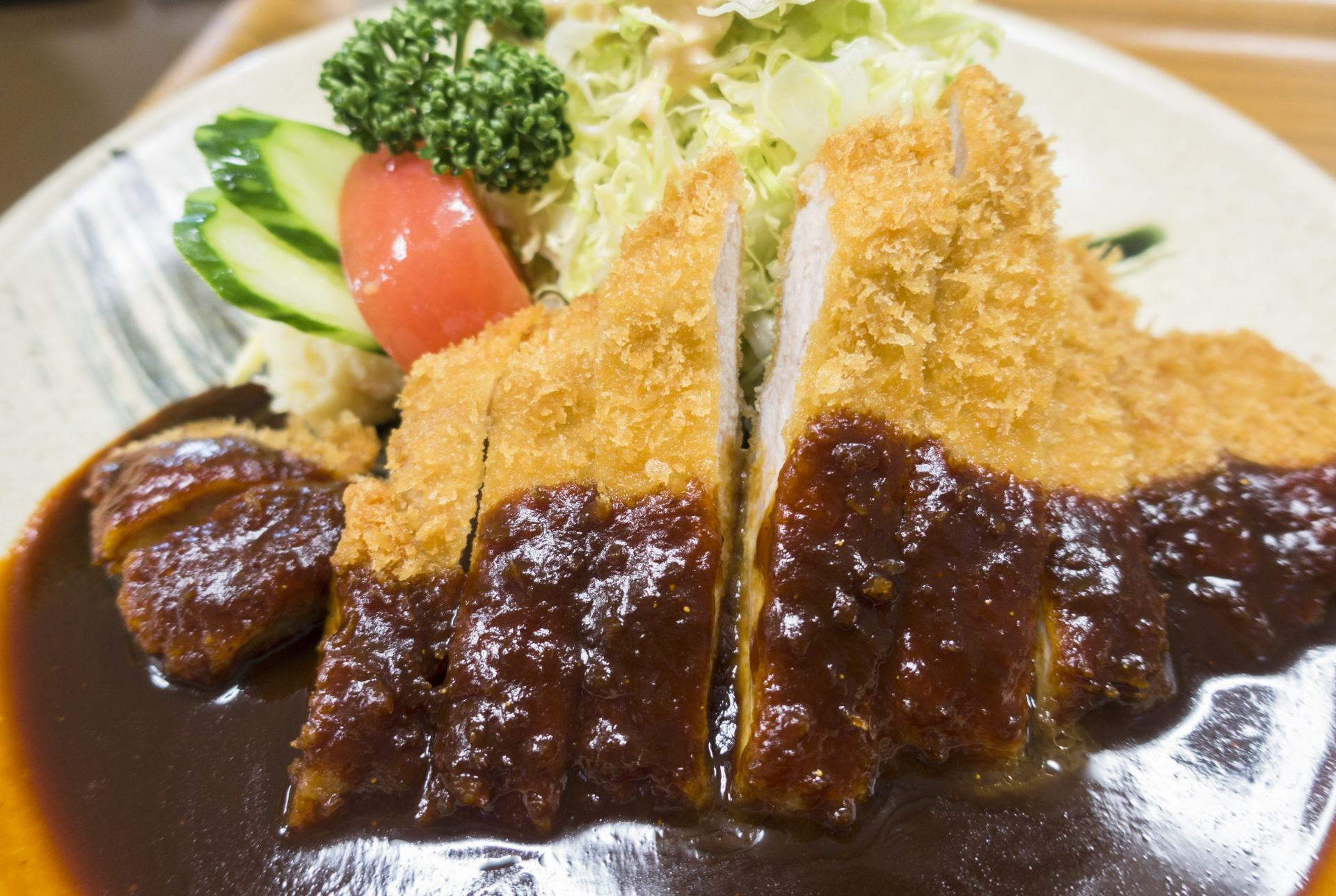 味噌炸豬排鹹甜交織的味噌醬汁誘人食慾