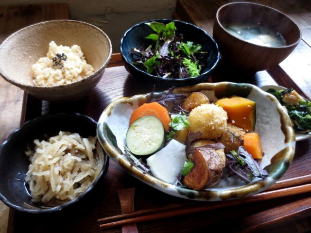 A Healthy Lunch with Organic Vegetables at PUBLIC KITCHEN café Minamisenba Store in Osaka