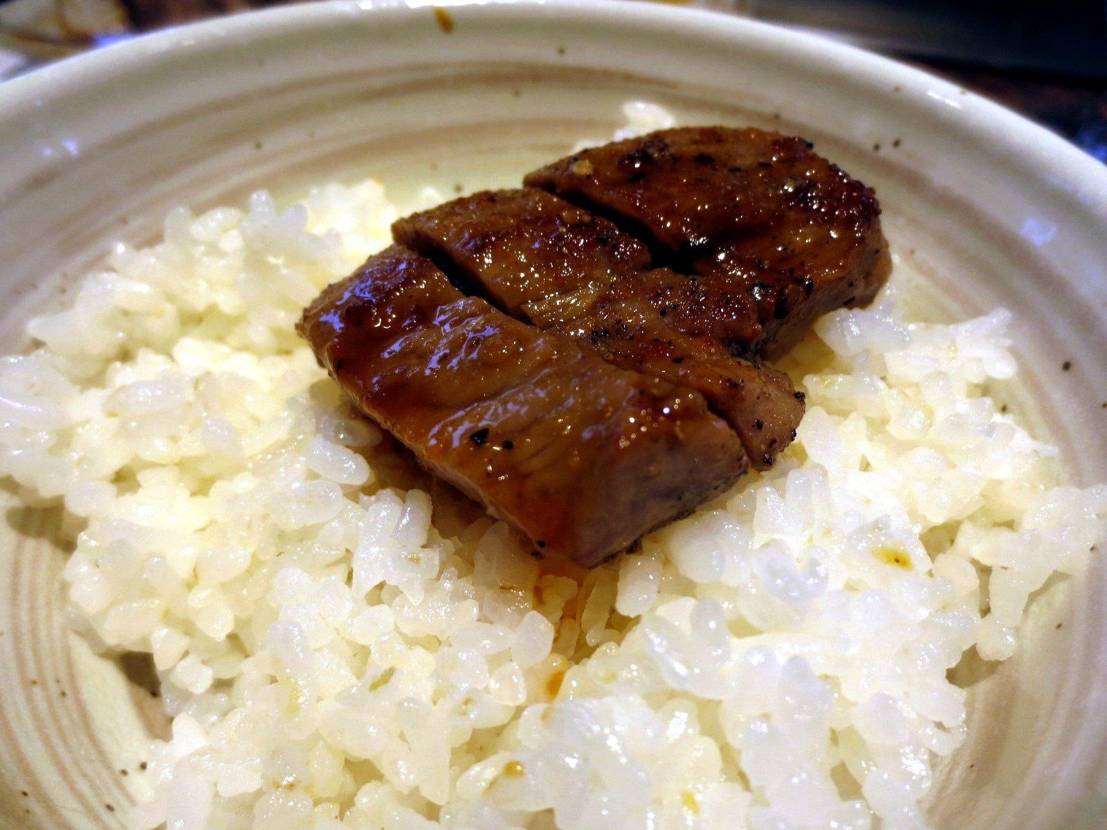 牛肉和米饭一起吃……