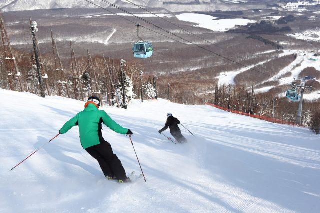 花费大量时间并运用压雪技术处理的滑道,保证长时间的滑雪也能顺畅进行。