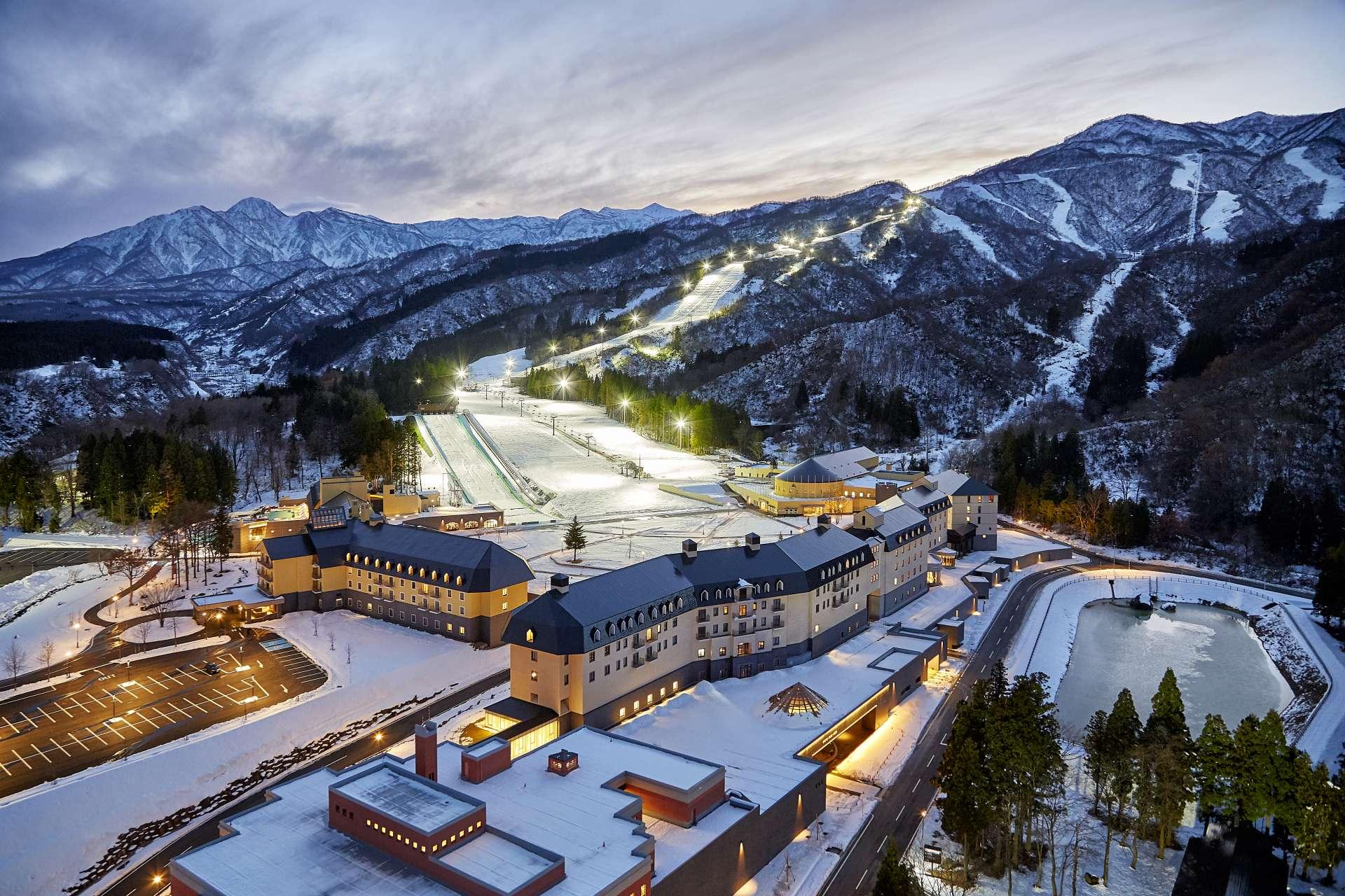 在滑雪場與飯店的複合式度假村盡情享受休閒時光。