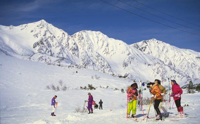 搭乘新幹線去日本的滑雪度假村玩雪吧!
