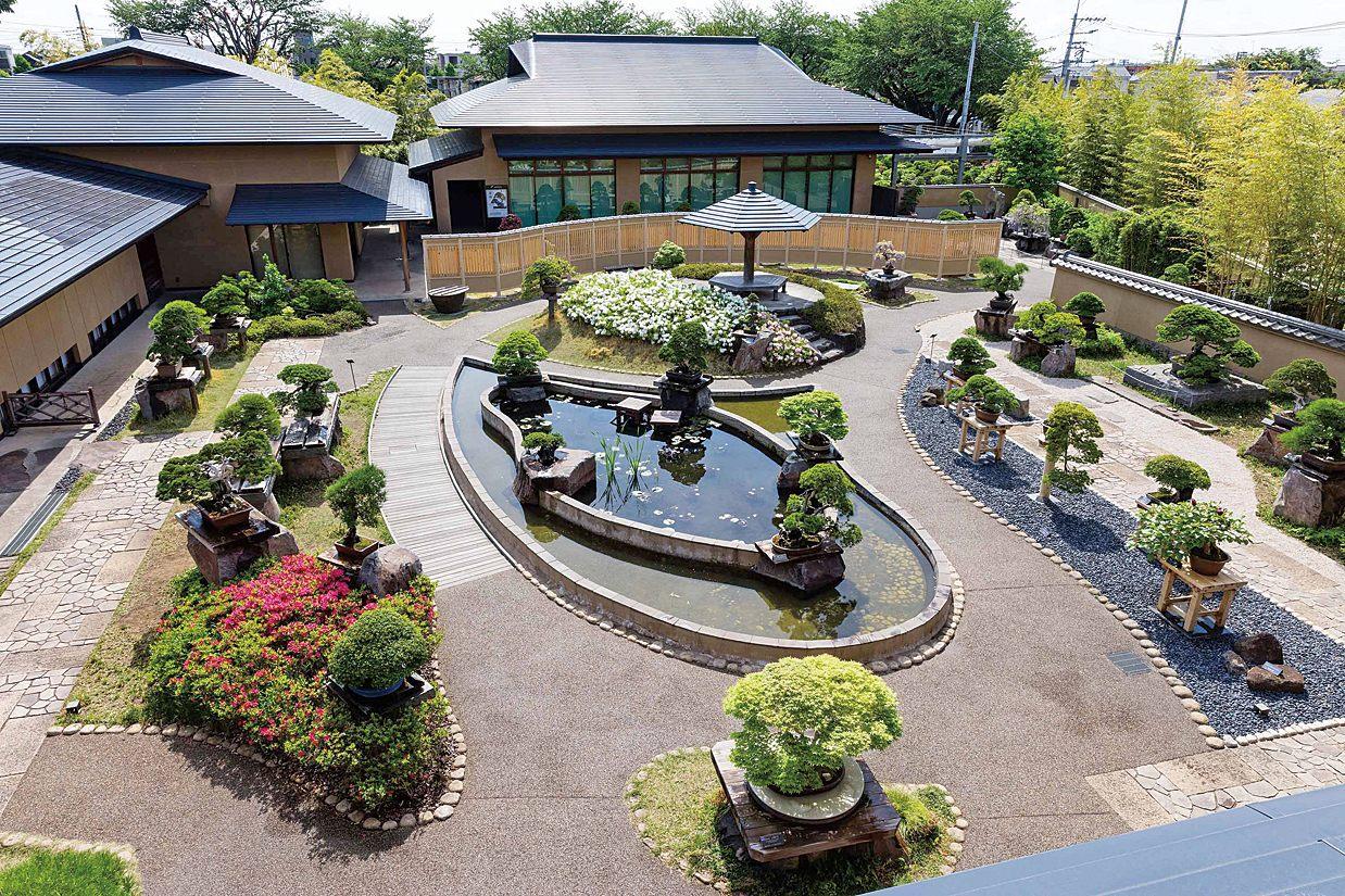 在美術館2樓的陽台上能一覽盆栽庭園的景色