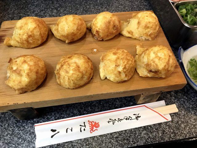 在大阪吃兵庫縣名物明石燒,去「章魚八」準沒錯!