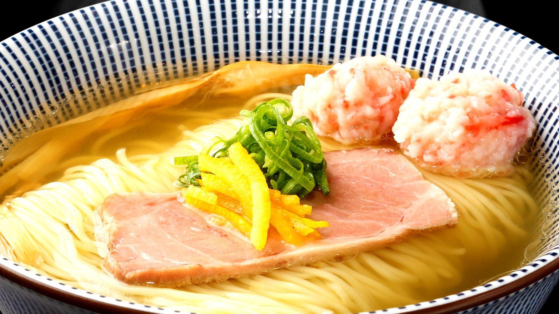 极品松叶蟹与真鲷浓汤的奢华盐味拉面