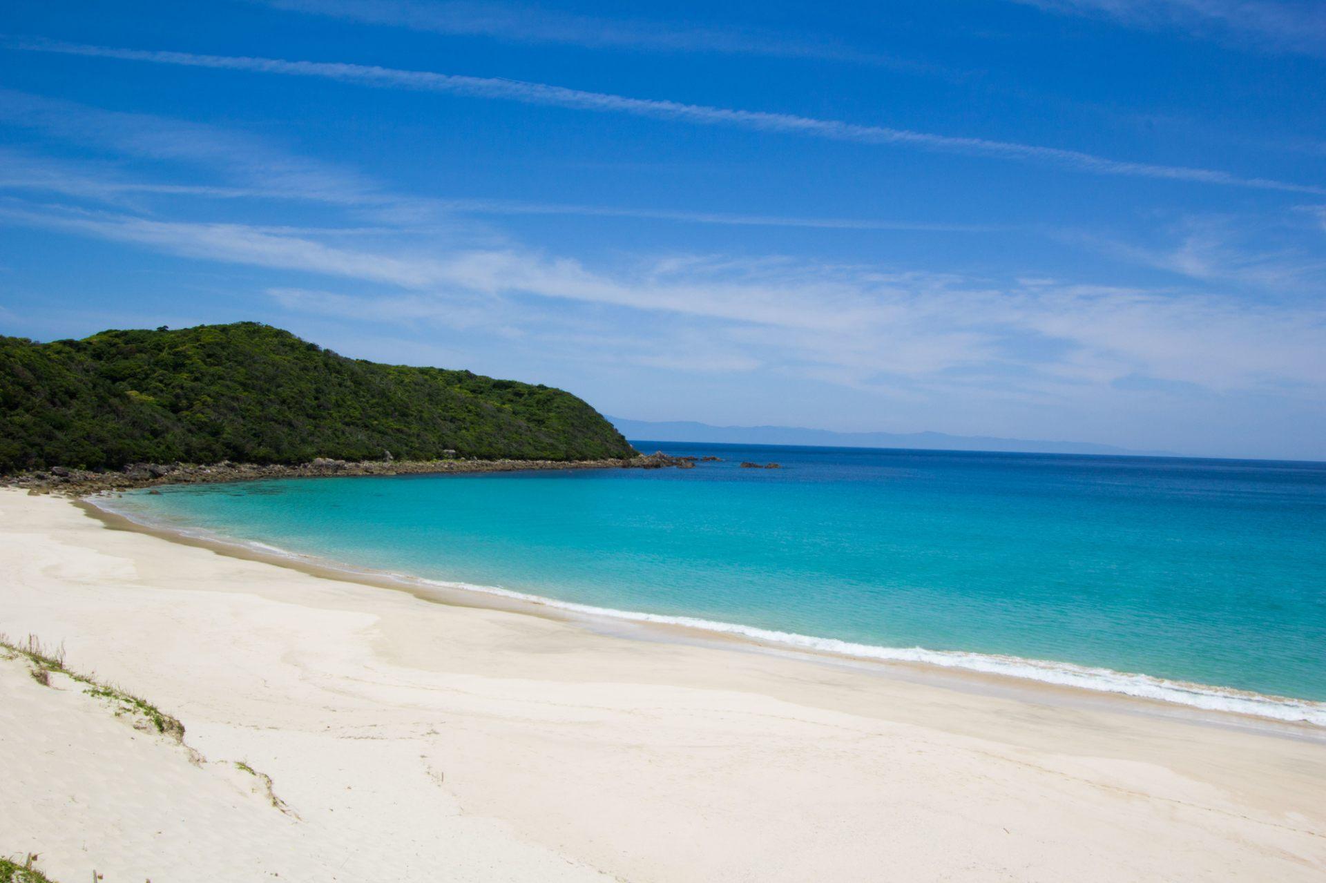 清澈透明的海水和海灘