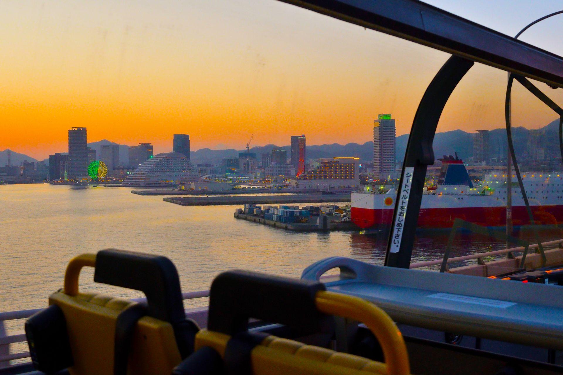 從神戶大橋上眺望神戶的夕陽美景。