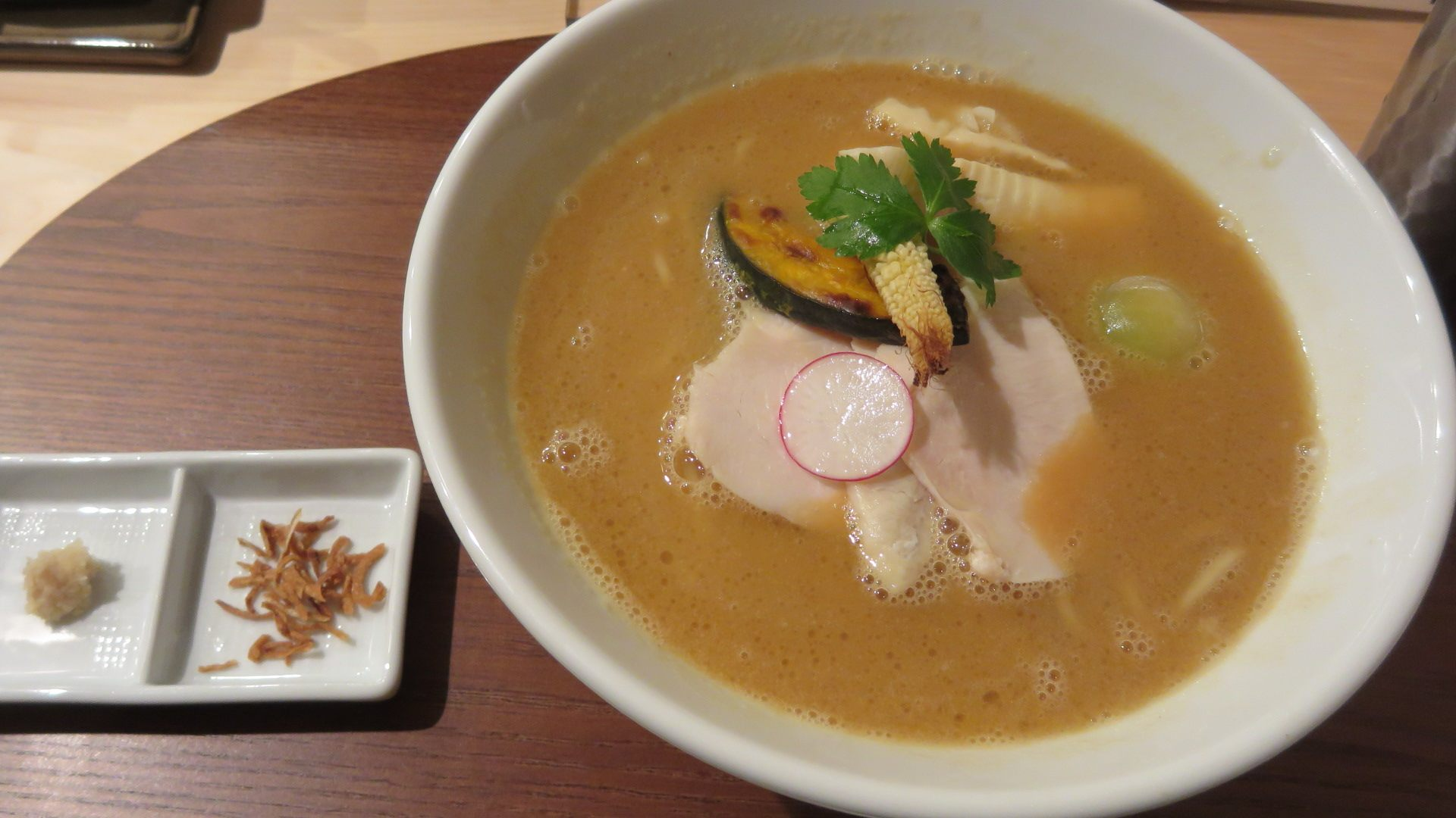 Chicken Broth Shoyu Soba (1,000 yen)