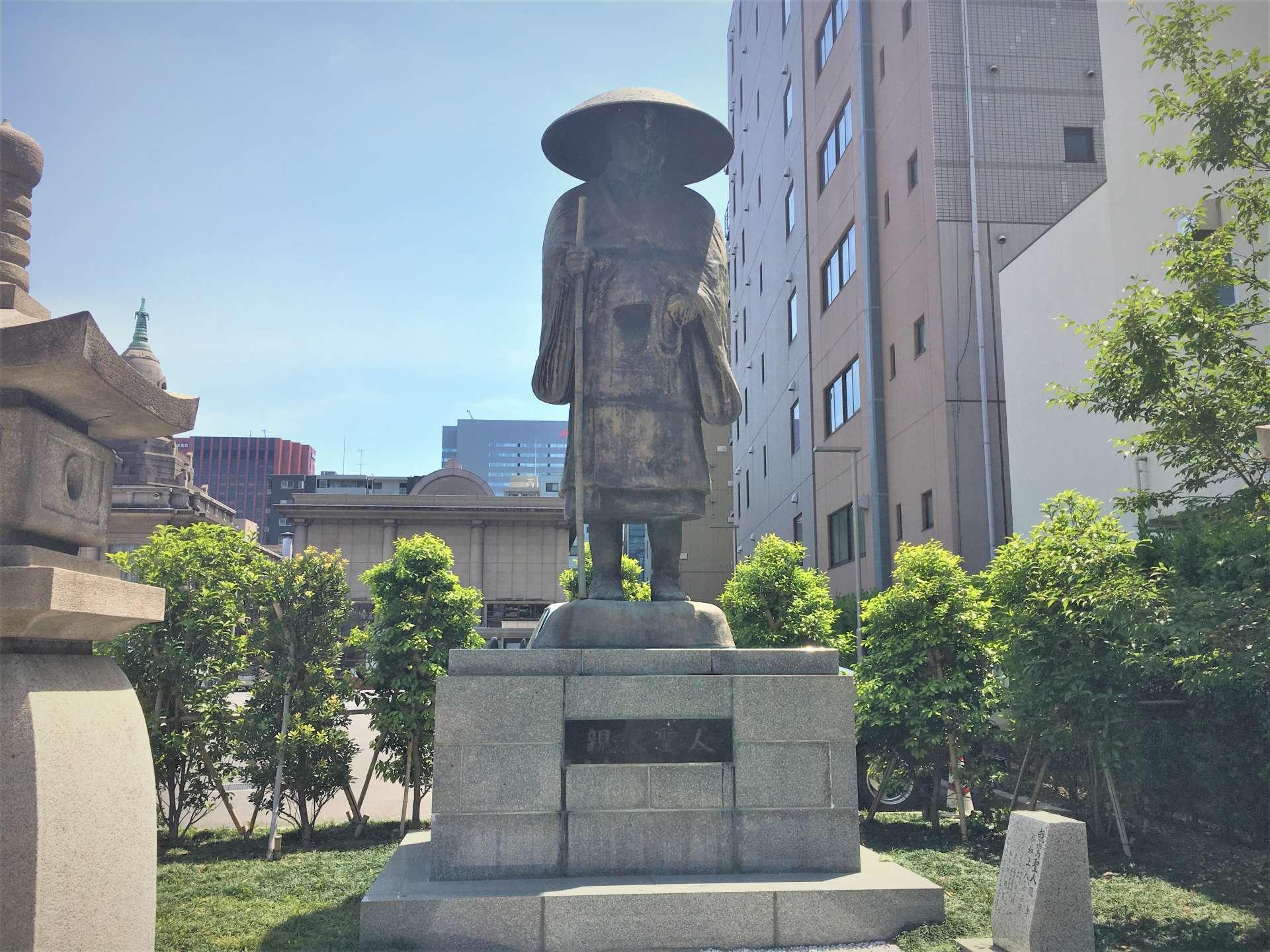 净土真宗的开山祖师亲鸾圣人雕像