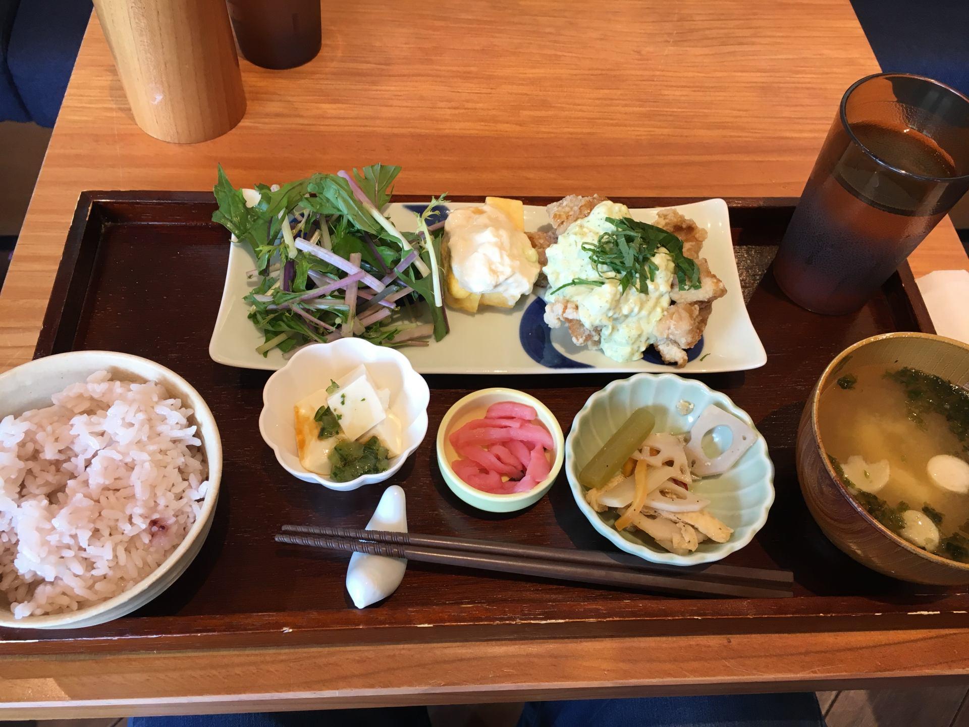 南蛮鸡定食 (1200日圆 未税)