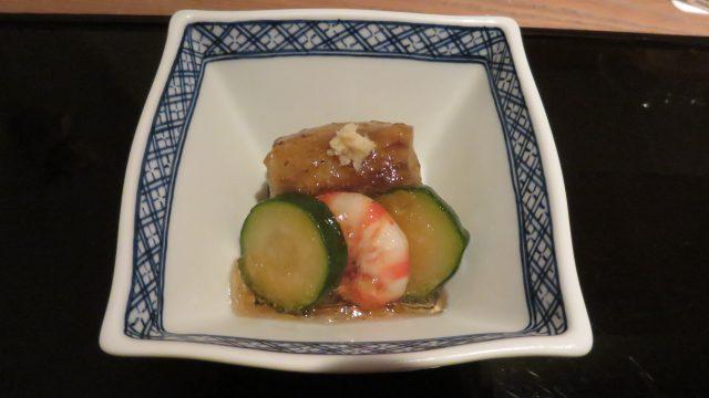 茄子上有櫛瓜與鮮蝦