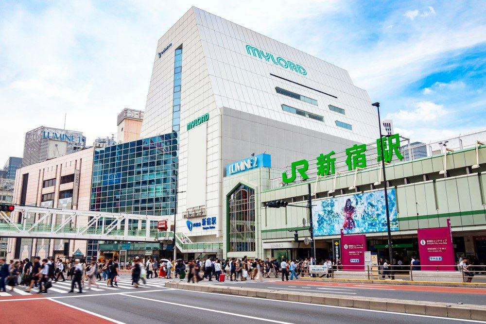 一日平均合計使用人數高達350萬人!巨大車站迷宮「新宿」。
