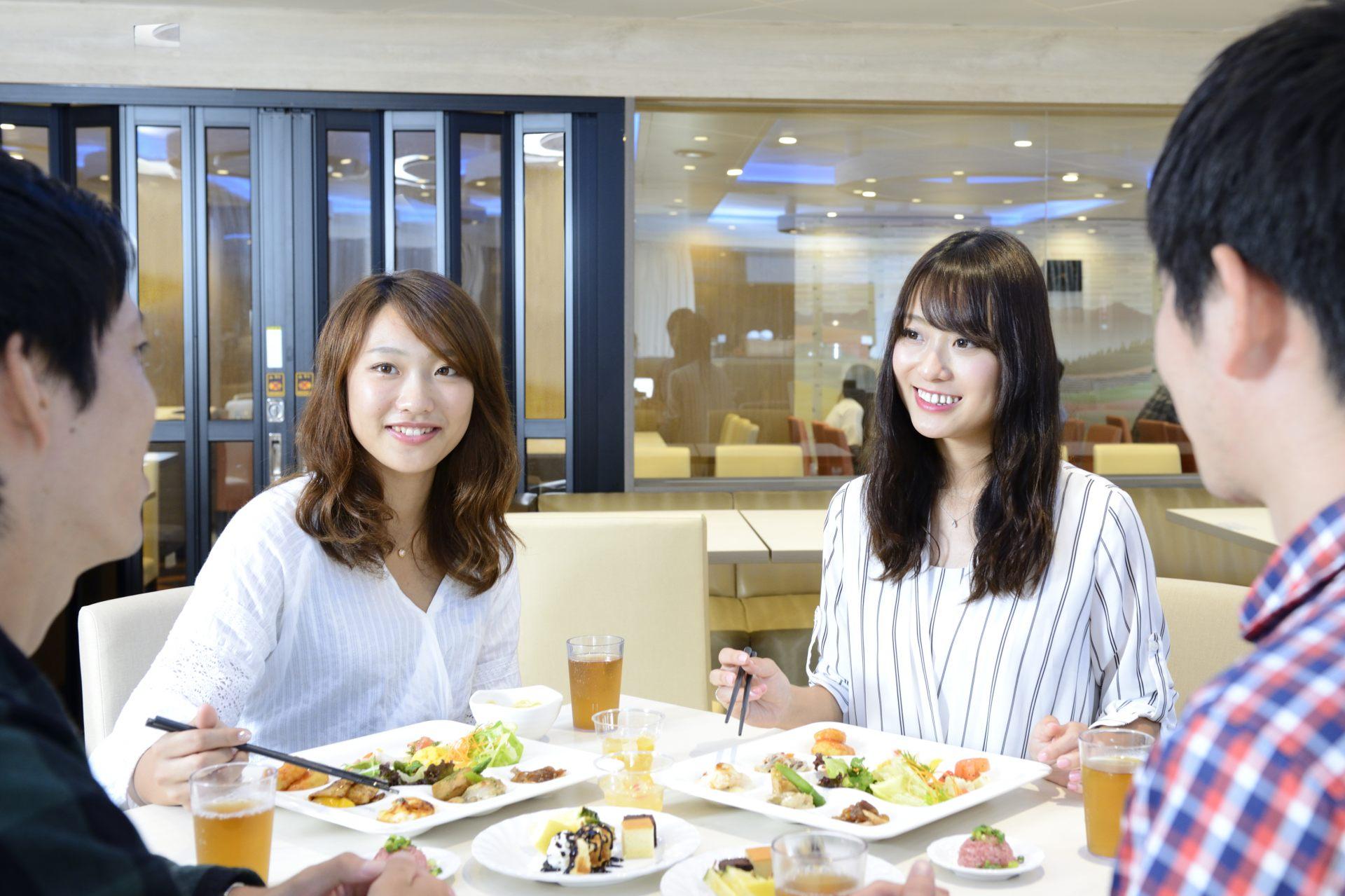 餐廳內提供豐富美味料理