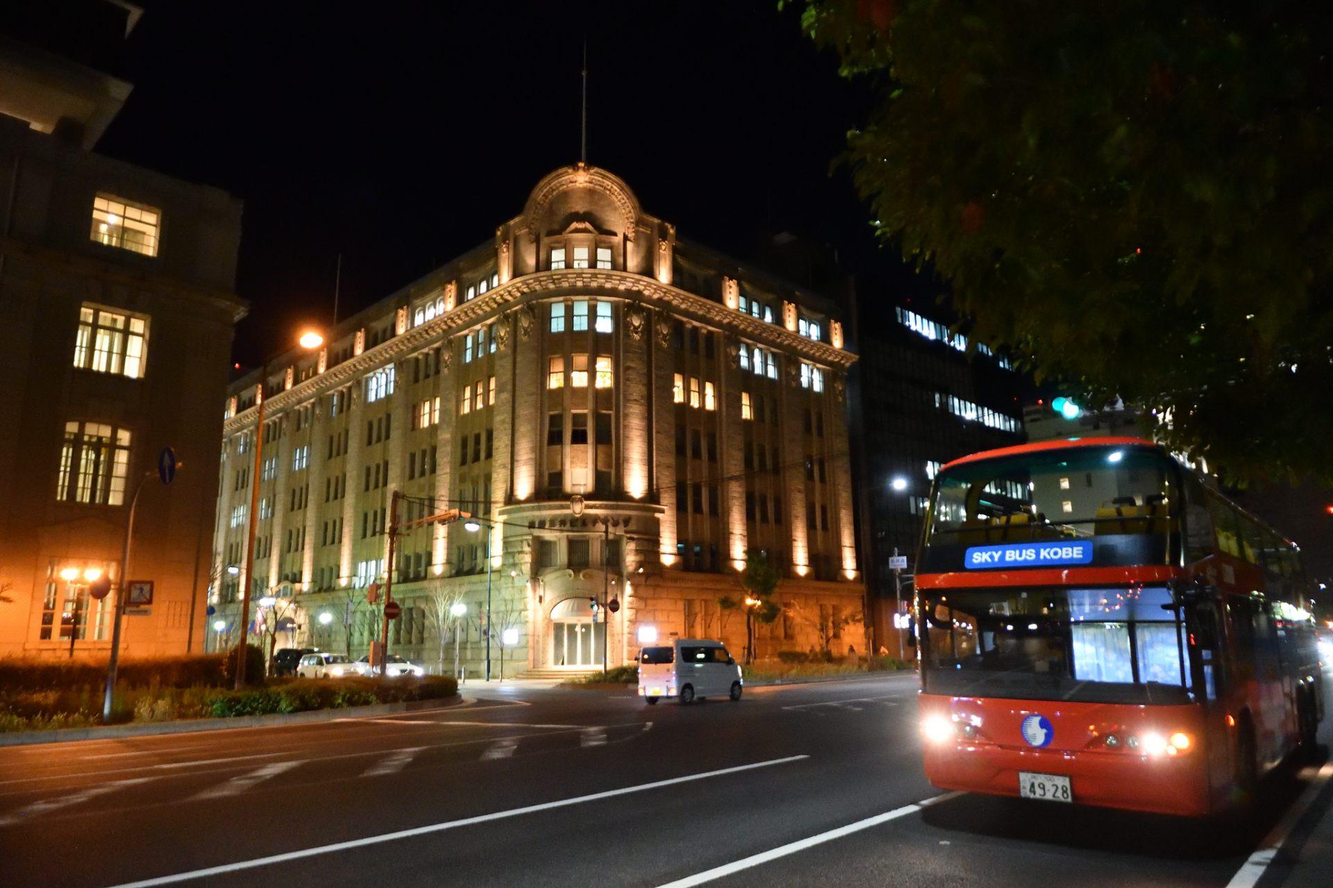 巴士缓缓驶过神户旧居留地