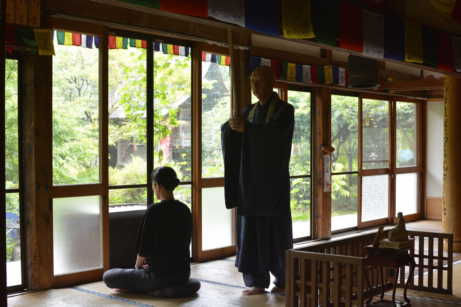 Zazen experience. Focus your mind without thinking!