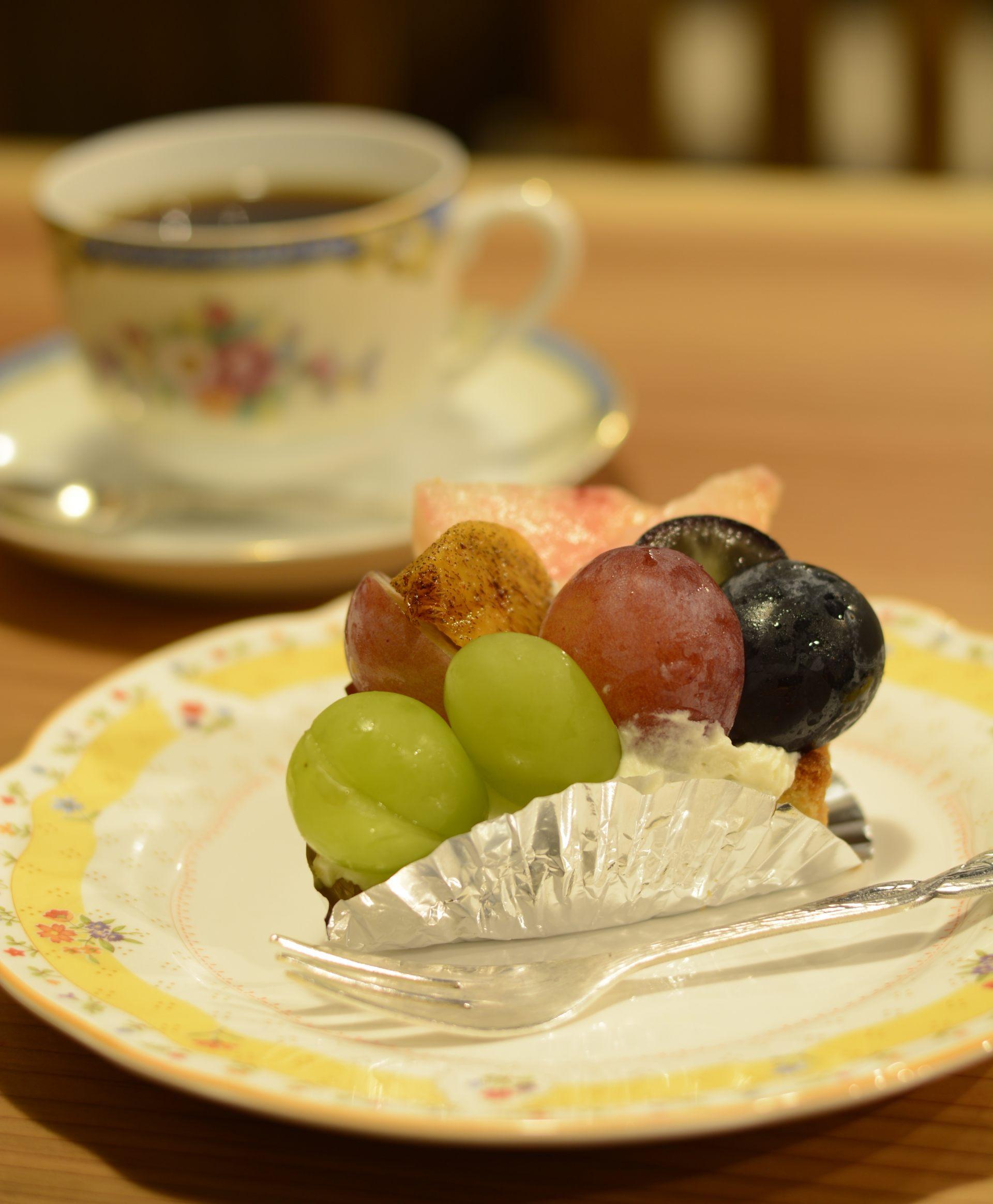 推薦菜單:水果塔(500日元) / 特調咖啡(400日元)