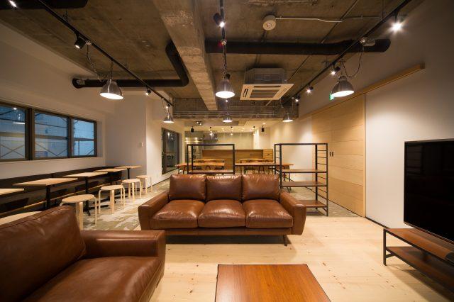 寬敞且隨處充滿講究細節的共用客廳。每天在這裡都有新的邂逅。