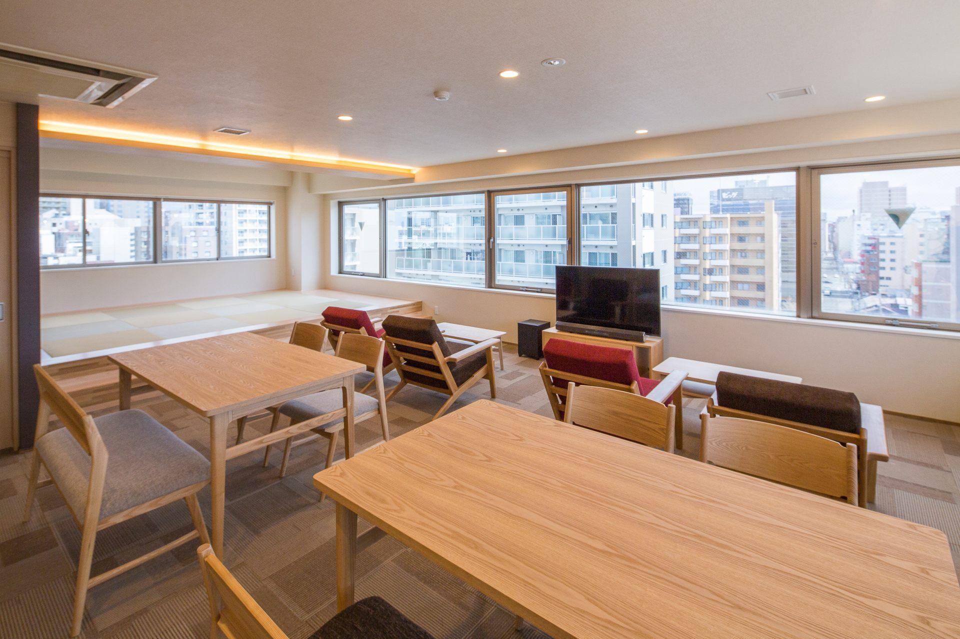 位在最高樓層的共用客廳。氛圍沉穩,可以在這裡悠閒放鬆地度過♪