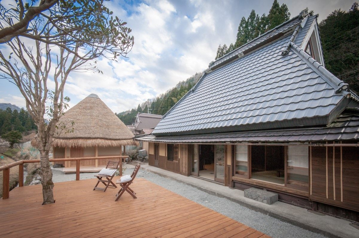 It is about 10 minutes by car to the traditional Japanese house where you will stay. The experience will be held at the adjoining dwelling.