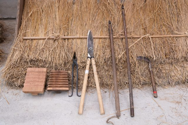 Some of the tools used for fuki-kae (the two tools on the left) are also handmade by craftsmen. Preferences differ slightly based on the craftsman, and it is said that some people use about 20 tools.