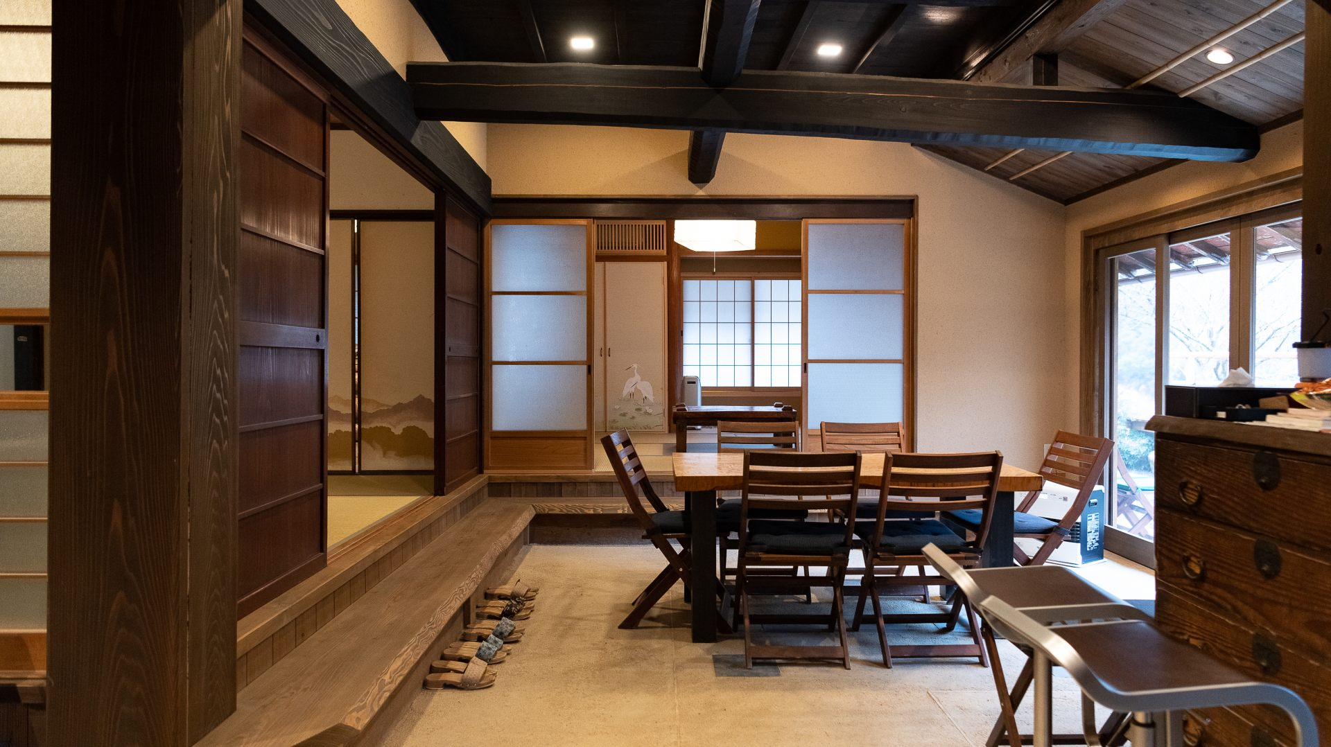 It is a modern atmosphere including a Japanese-style room and porch where you can relax comfortably.