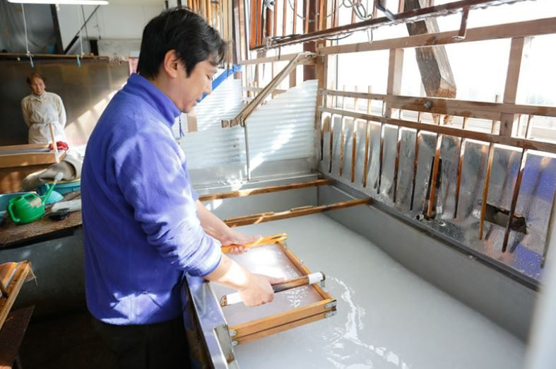You can experience the winter industry of Gokayama at this washi paper making workshop
