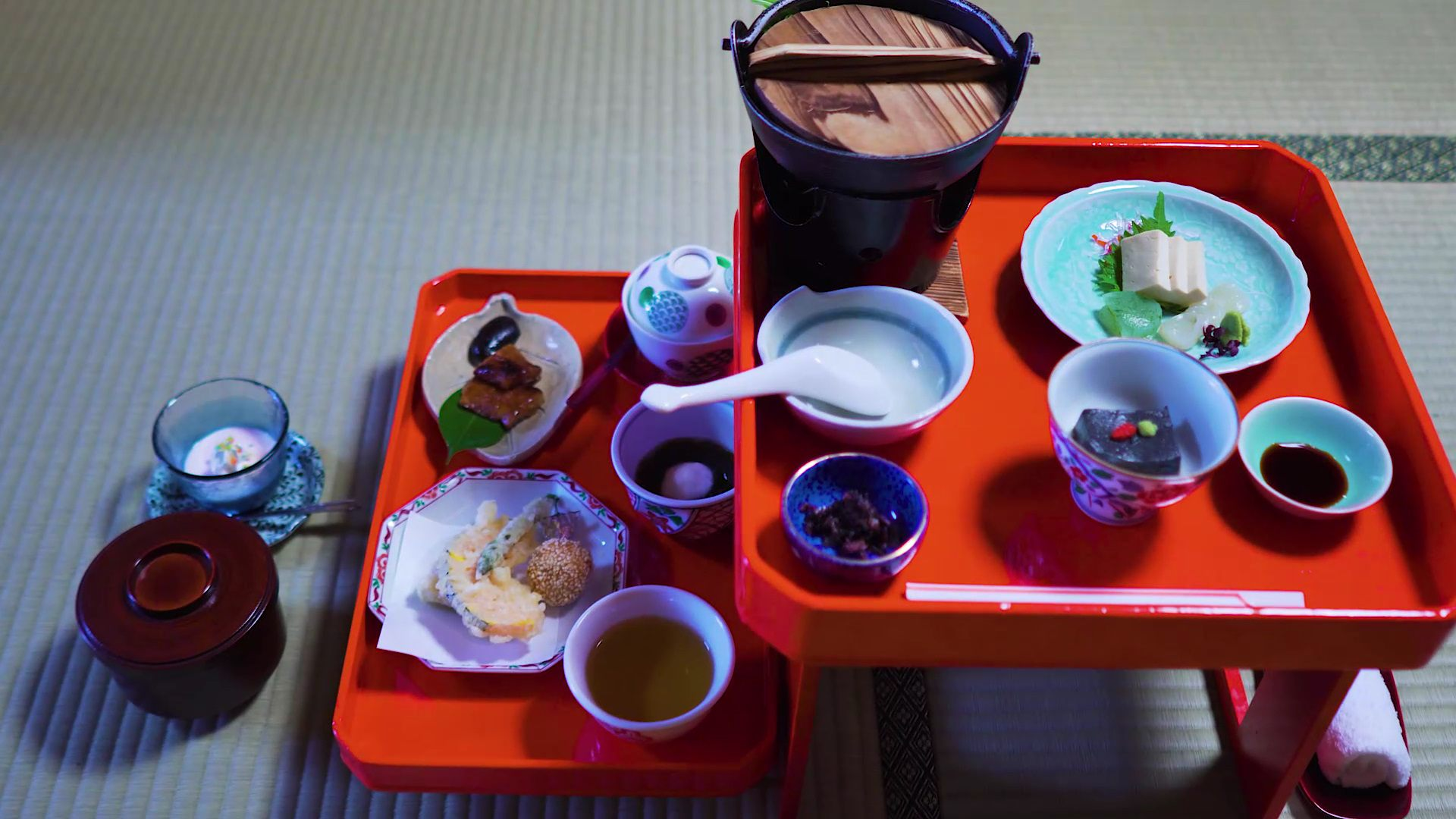 Visitors can try Buddhist vegetarian cuisine, too.