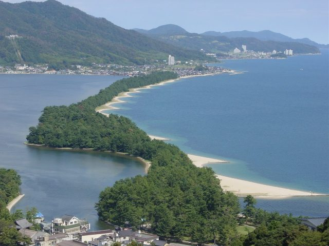 The inn is located by the sea in the Amanohashidate area, one of the popular sightseeing spots in Kyoto.