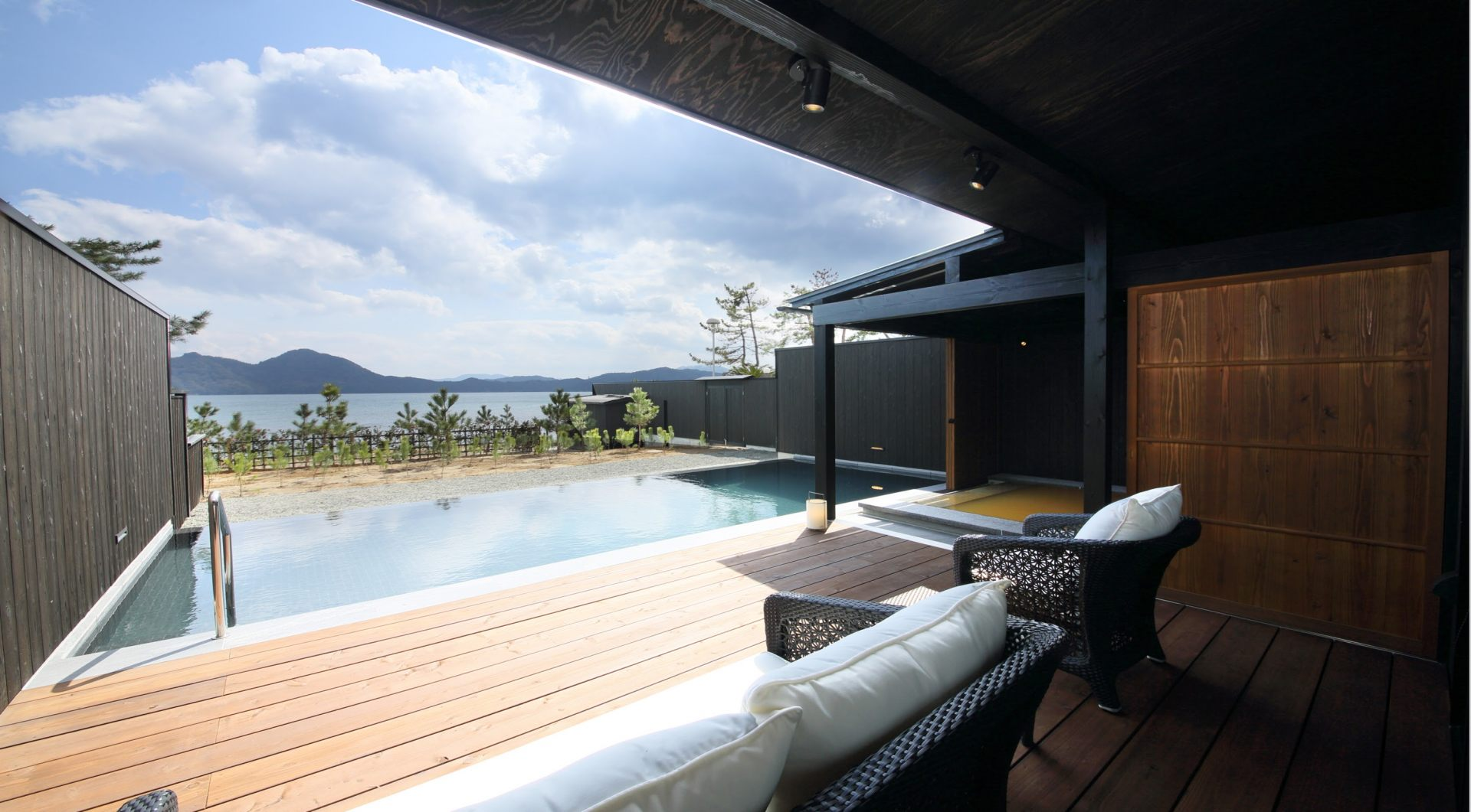 All rooms come equipped with an infinity pool and two types of hot springs.