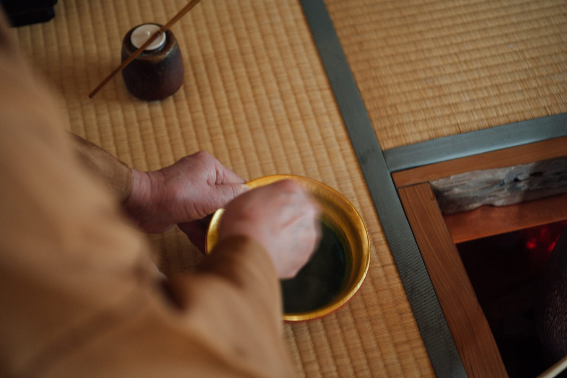 For reservations for the rice cooking activity or tea ceremony workshop, please call us at 0742-94-3500 (Mayu).