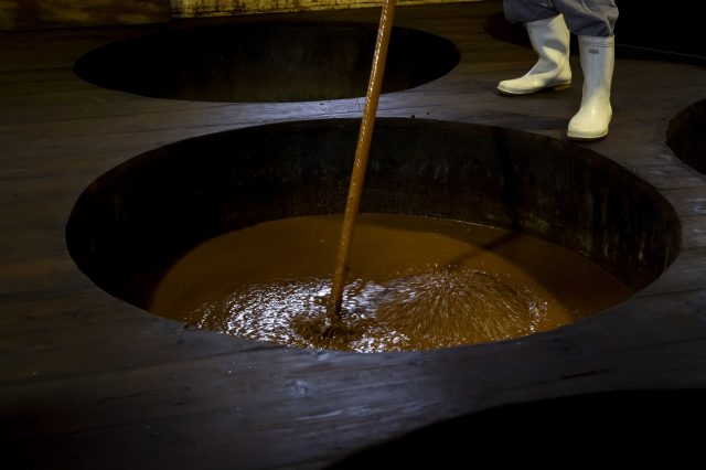 Climb the barrel and see the fermentation process from above. You can also see the brewer's techniques, where they stir the matured soy sauce, with its deepened its hue and flavor.