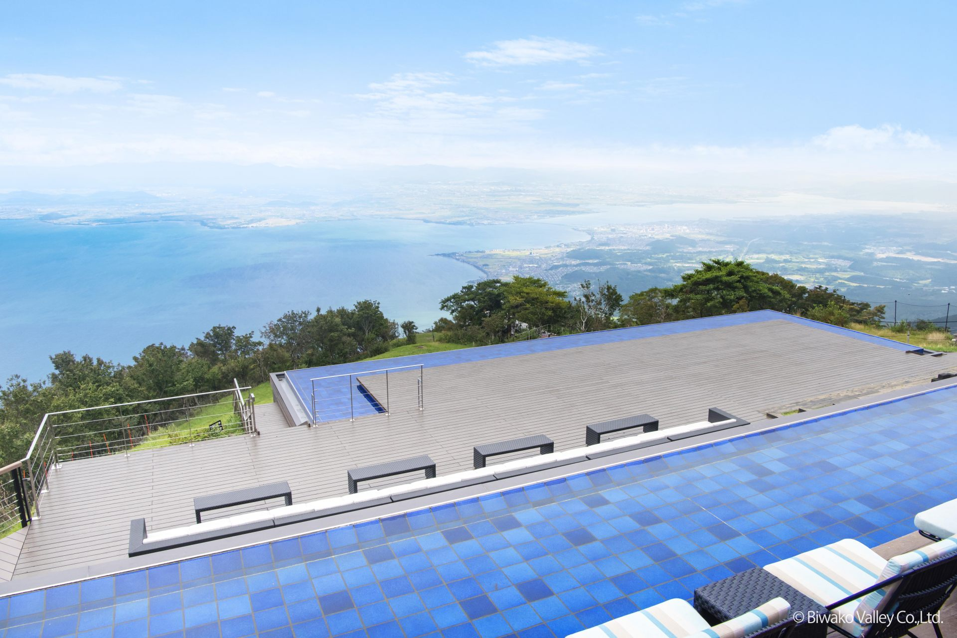 The Grand Terrace is an area that is symbolic of the Biwako Terrace.