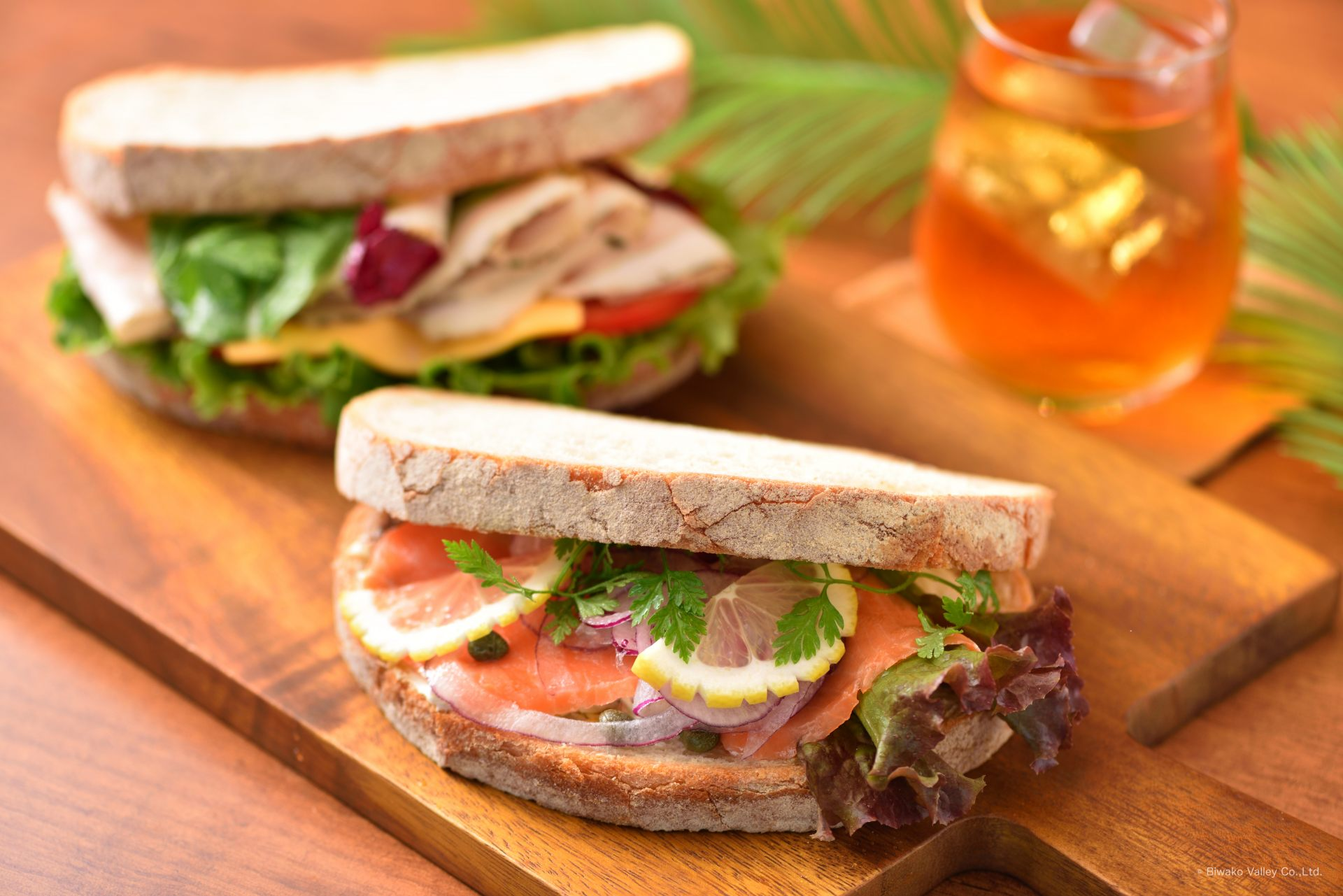 Terrace sandwiches are sold starting at 900 yen in limited quantities. The ingredients on the sandwiches vary by the day.