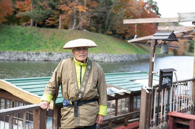 You get to feel like a daimyo!? Take a private sightseeing tour by boat around the moat of Hikone Castle, a national treasure.