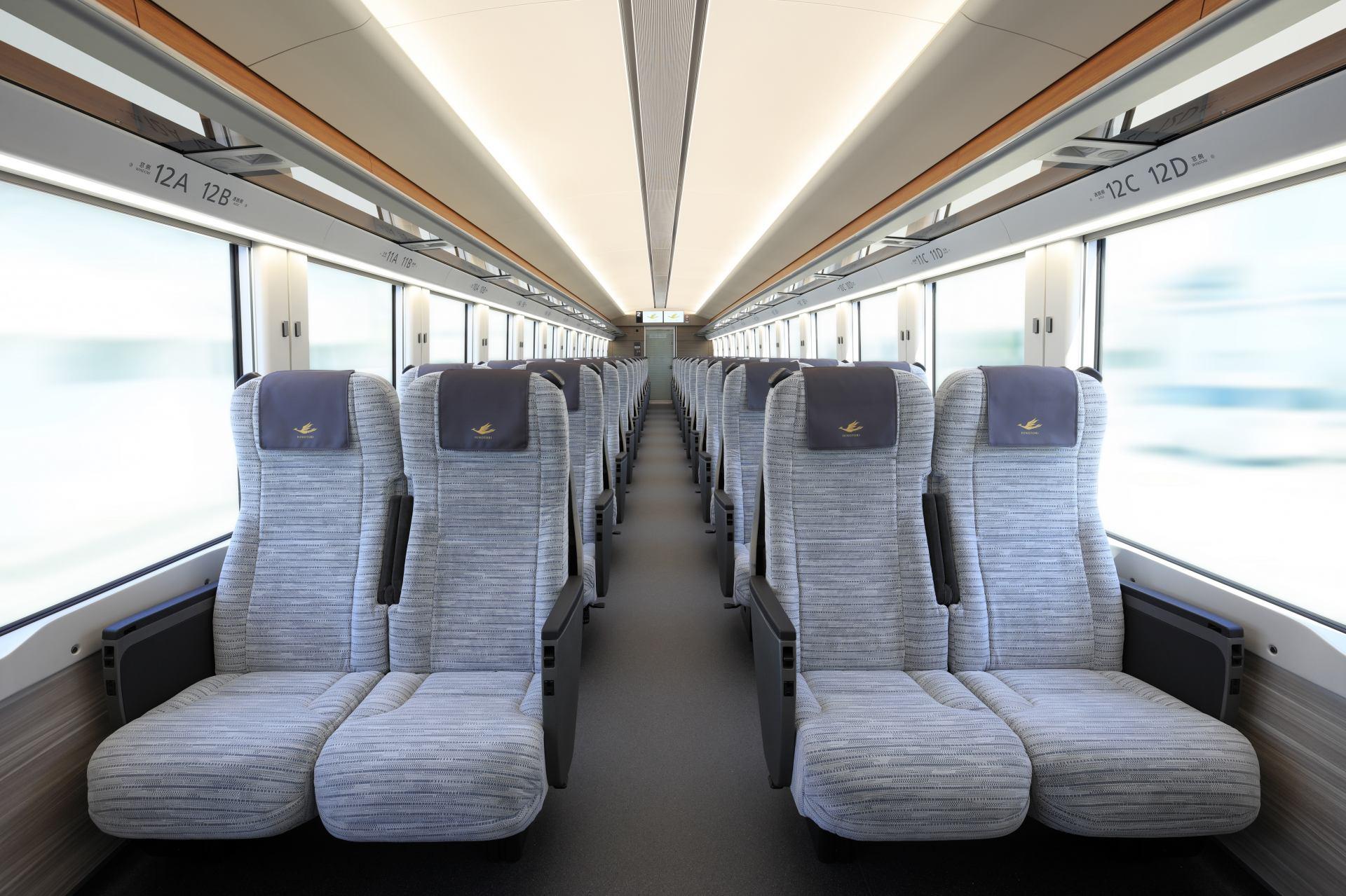 「HINOTORI」一般車廂內部