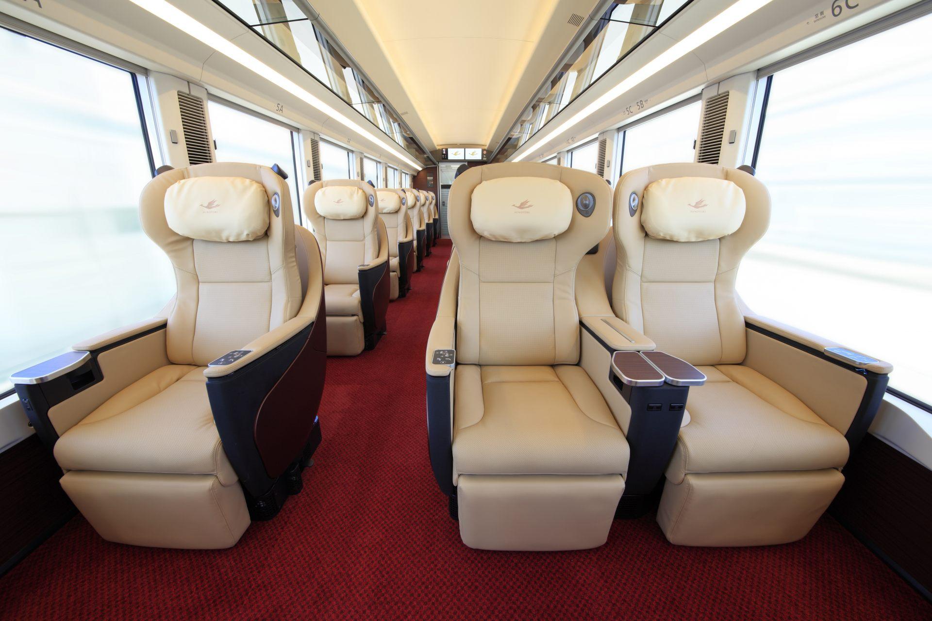 「HINOTORI」高級車廂內部