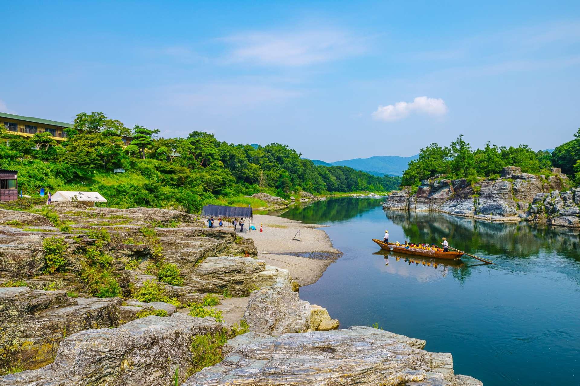 從喧囂的東京前往秩父長瀞溪谷,悠閒的泛舟行程也相當推薦