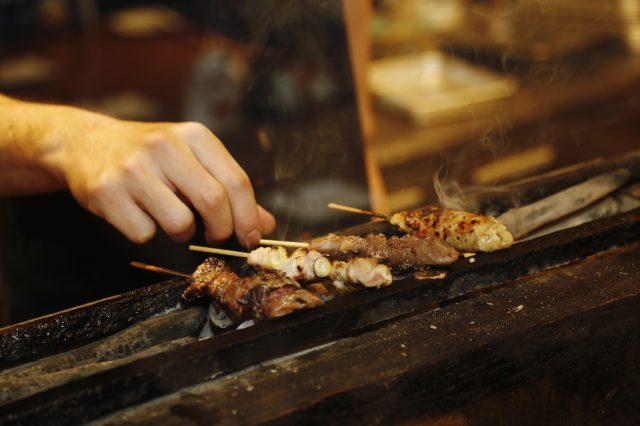 用备长木炭烧烤的烤鸡串一支130日元~