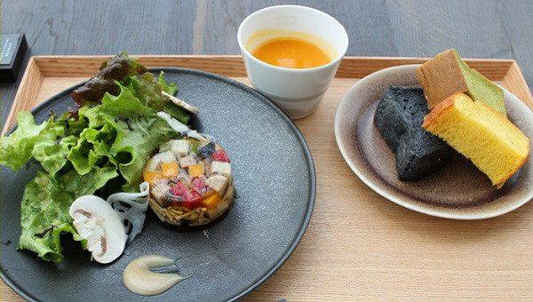 午餐套餐 鸡肉末和蔬菜的水晶冻 1200日元