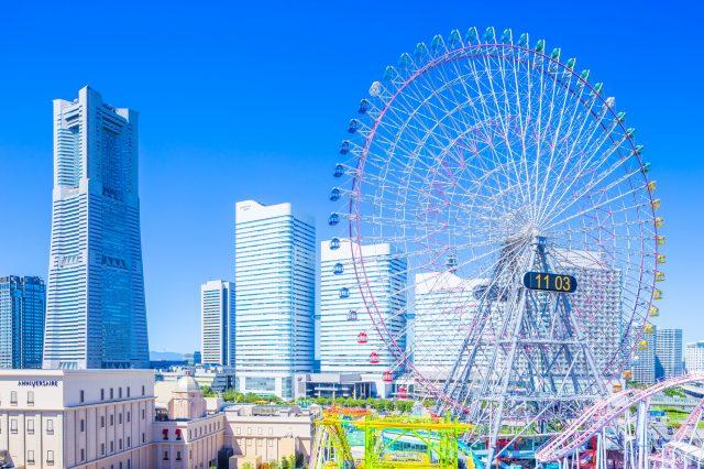 橫濱的地標摩天輪與港未來線的風景