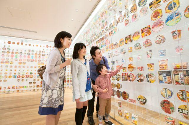 展示有3000多件速食麵的包裝,從「雞湯拉麵」開始了解速食麵的歷史