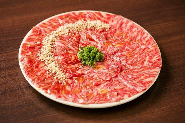 Japan's best sirloin yukhoe half & half 2,580 yen