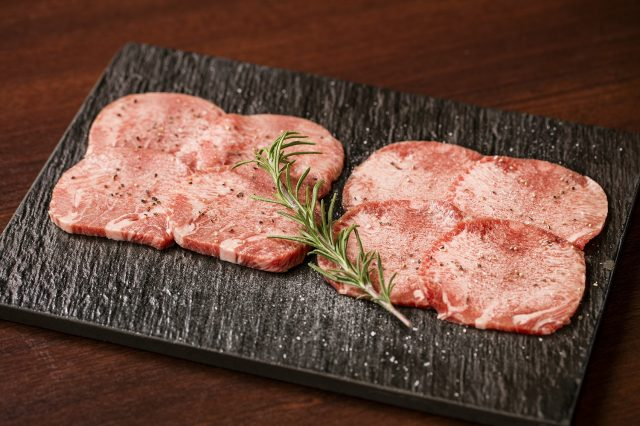 30-day-old aged KINTAN and beef tongue taste comparison 2,580 yen