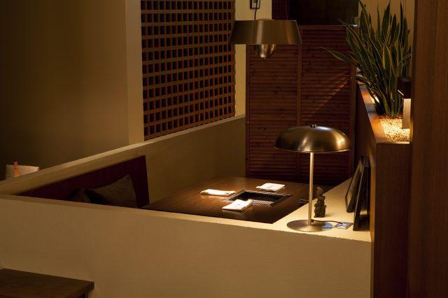 Interior (table seats)