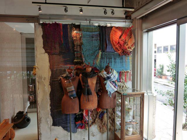 用叫做SAORI(さをり)編織法所編織的作品