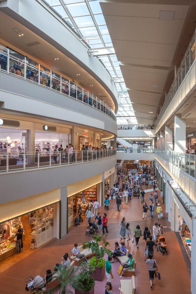 在购物中心内边逛边发现您钟意的商品吧