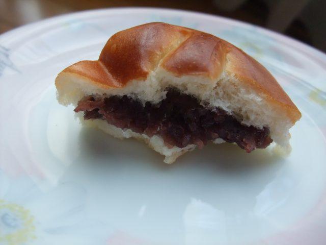 红豆面包的剖面图