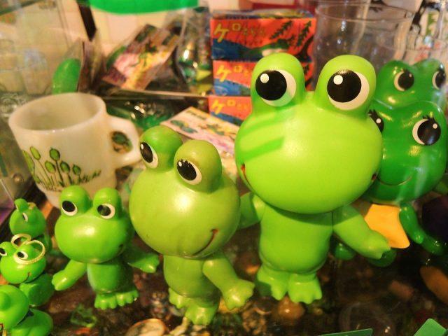 Frog figurines
