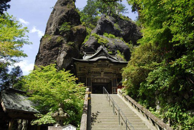 雙龍門和HOKO IWA(日文:鉾岩)